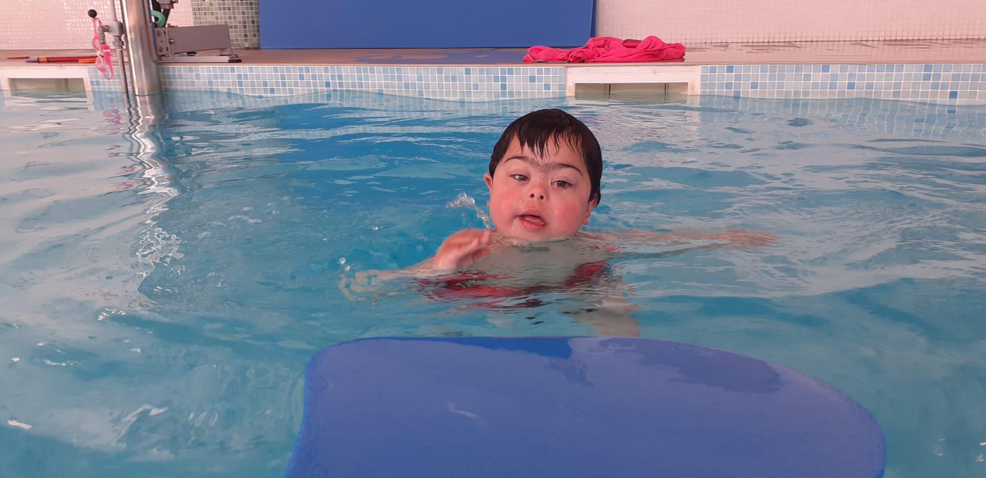 Usuario de piscina terapéutica